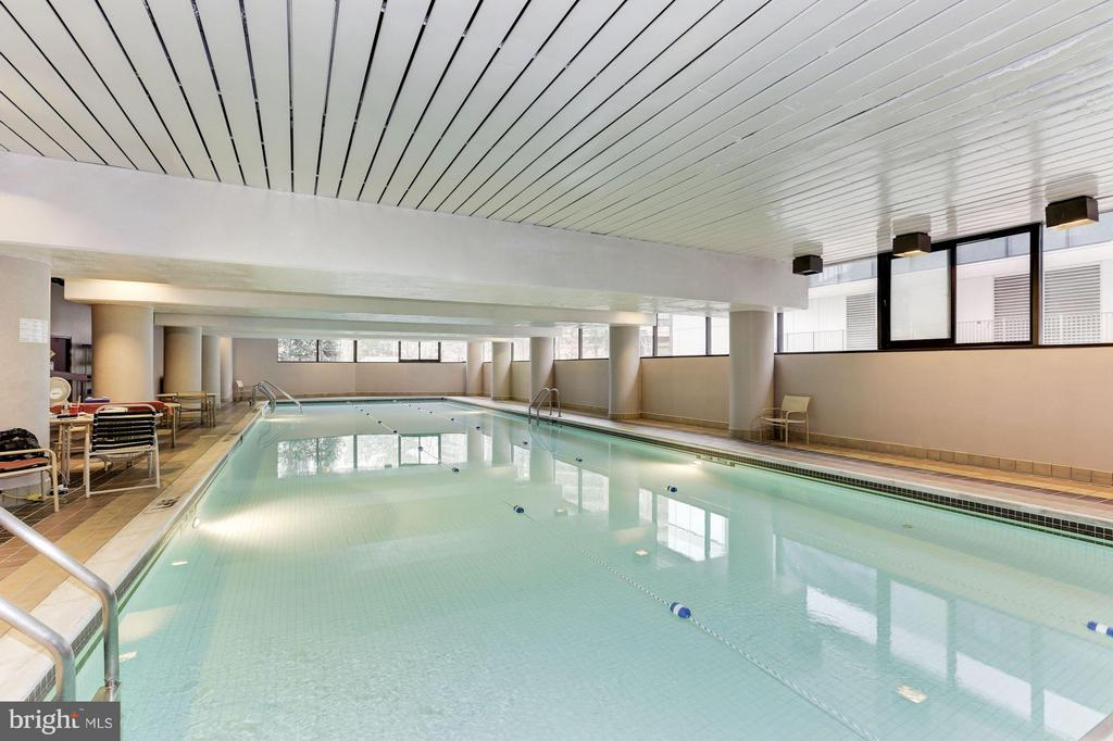 Indoor pool - open all year - 1300 CRYSTAL DR #1610S, ARLINGTON