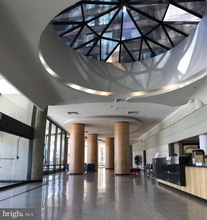 Enter an environment that evokes pride and joy. - 1300 CRYSTAL DR #1610S, ARLINGTON
