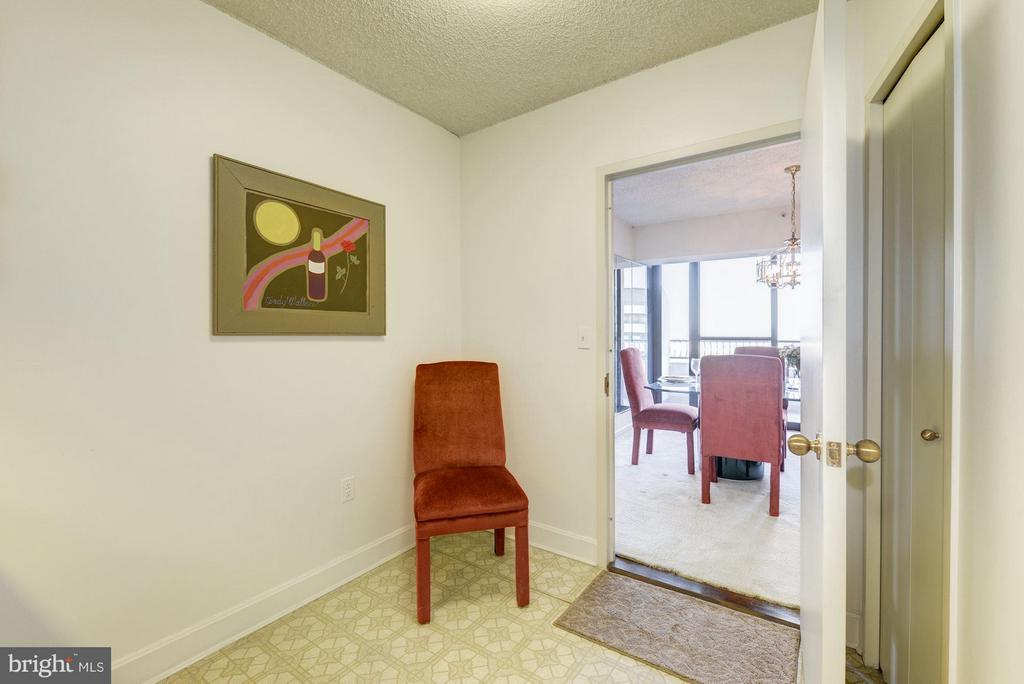 Eat in kitchen or formal dining room today? - 1300 CRYSTAL DR #1610S, ARLINGTON