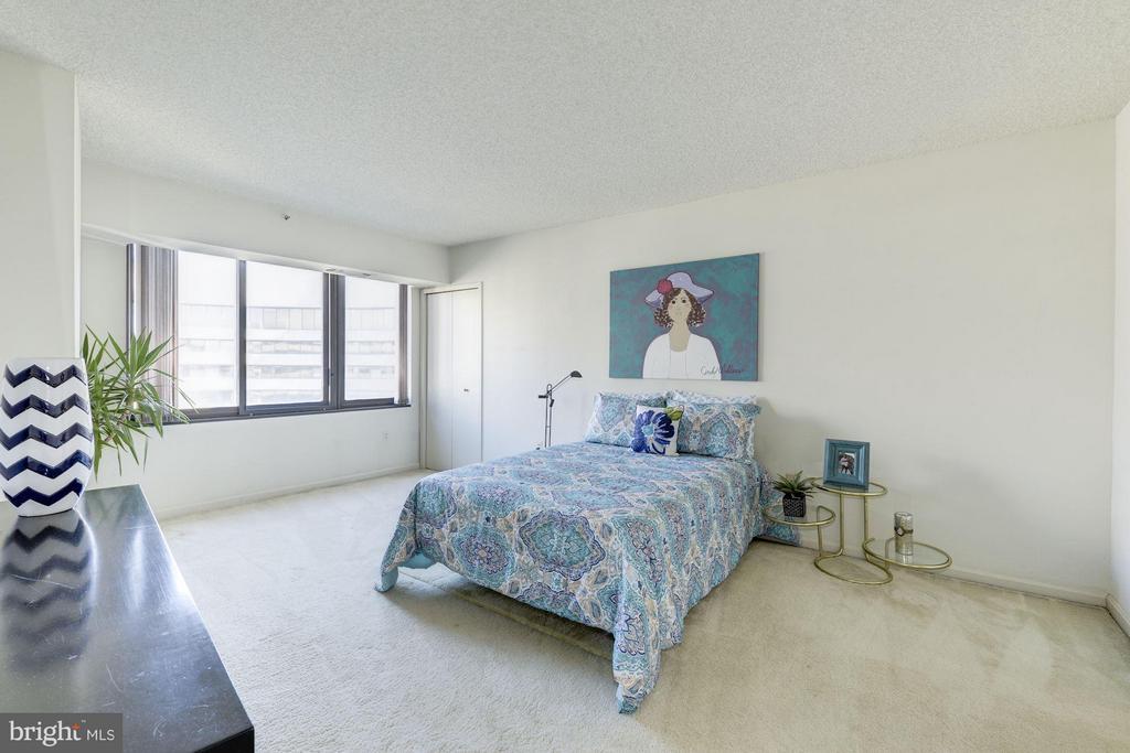 Bedroom (Master) - 1300 CRYSTAL DR #1610S, ARLINGTON