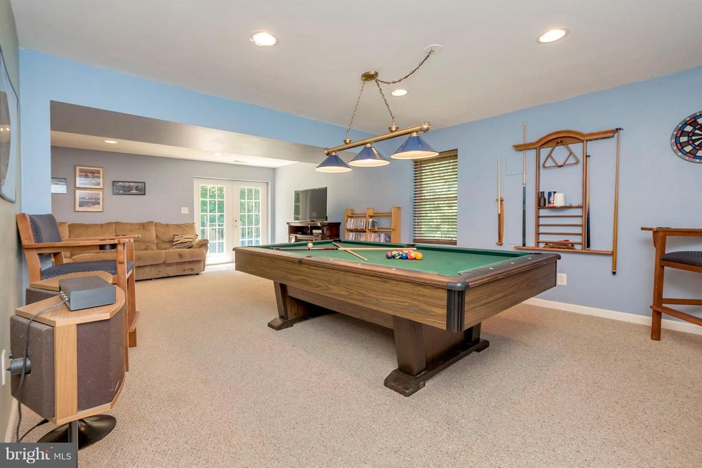 pool table conveys - 12640 ISLE OF PINES BLVD, FREDERICKSBURG