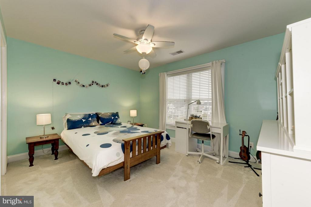 Spacious Bedroom #2 - 8928 RHODODENDRON CIR, LORTON