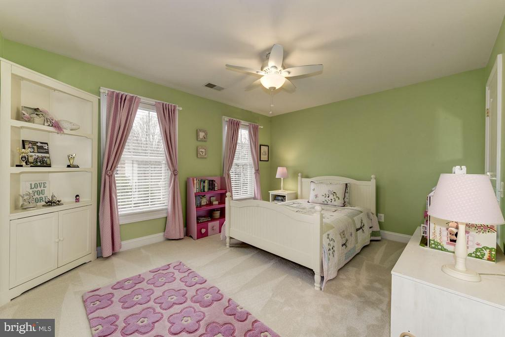 Spacious Bedroom #3 - 8928 RHODODENDRON CIR, LORTON