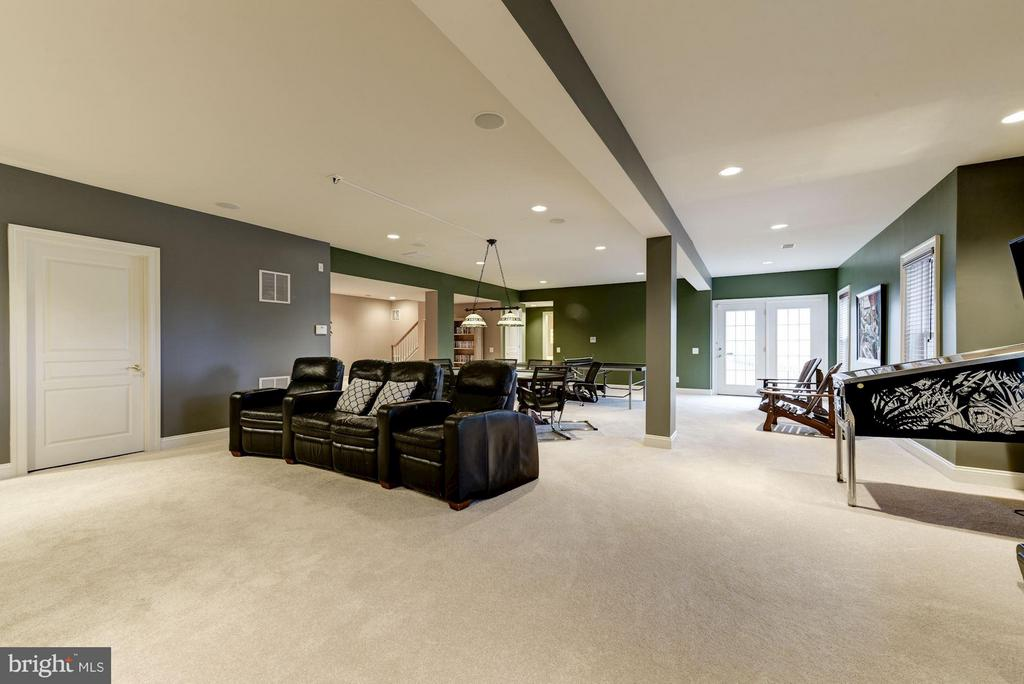 Huge Walk-Out Rec Room with Wet Bar/Media Area - 8928 RHODODENDRON CIR, LORTON
