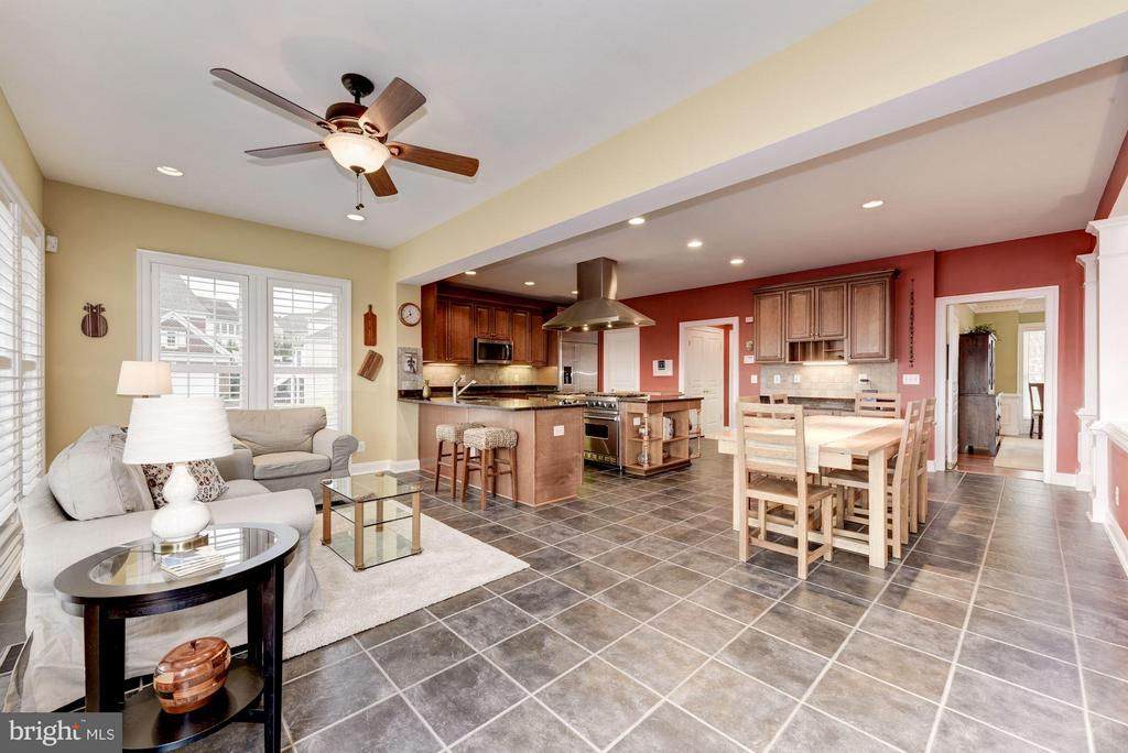 Extended Kitchen with Sun-Room/Breakfast Room - 8928 RHODODENDRON CIR, LORTON
