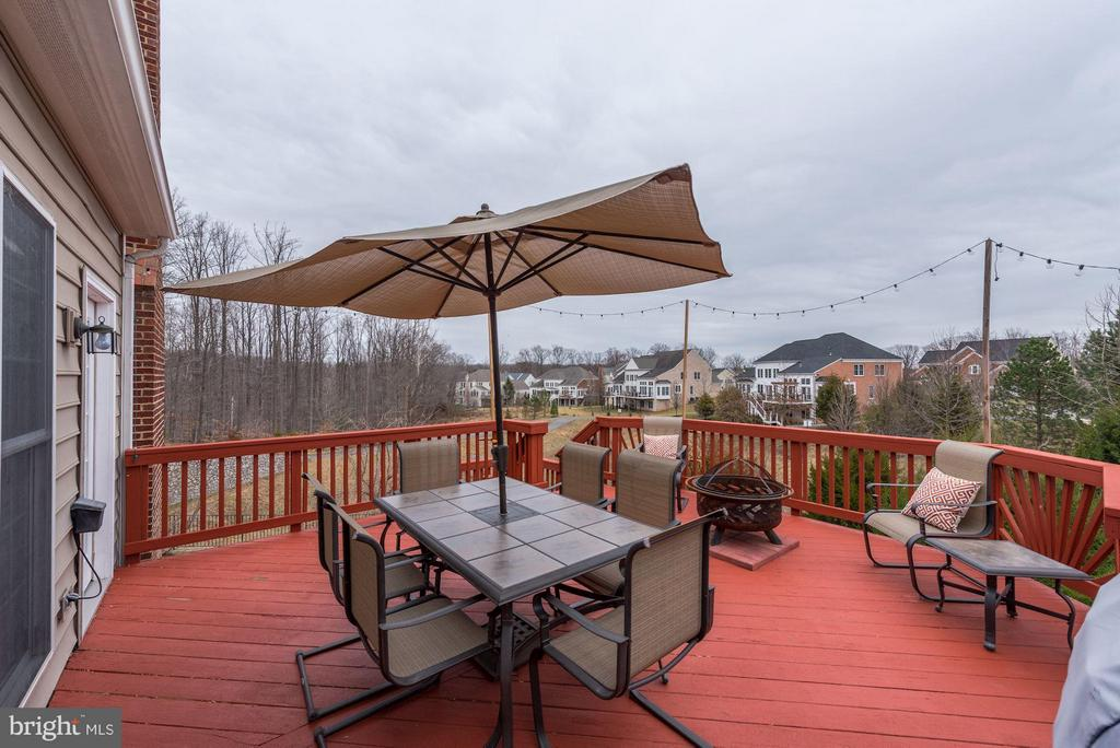 Deck off Kitchen - Perfect for Entertaining! - 8928 RHODODENDRON CIR, LORTON