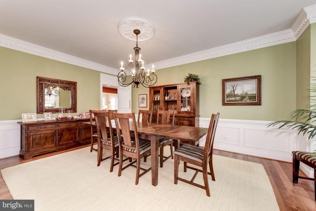 Large Dining Room with Lovely Moldings and Trim - 8928 RHODODENDRON CIR, LORTON