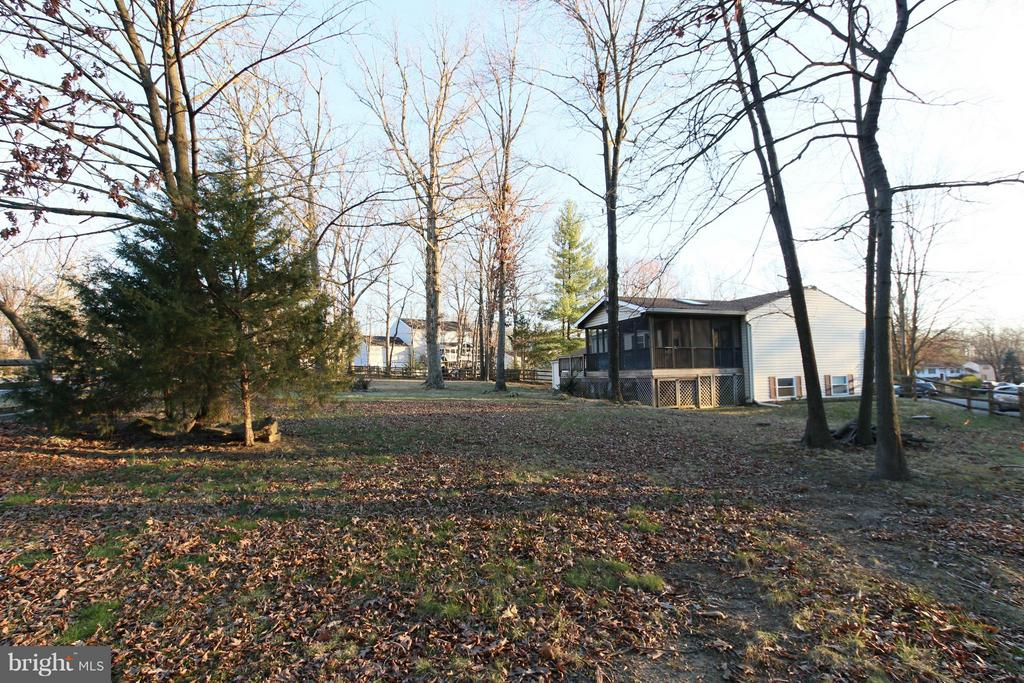 HUGE tree filled lot perfect for kids & pets! - 13 CANDLEBERRY CT, STERLING