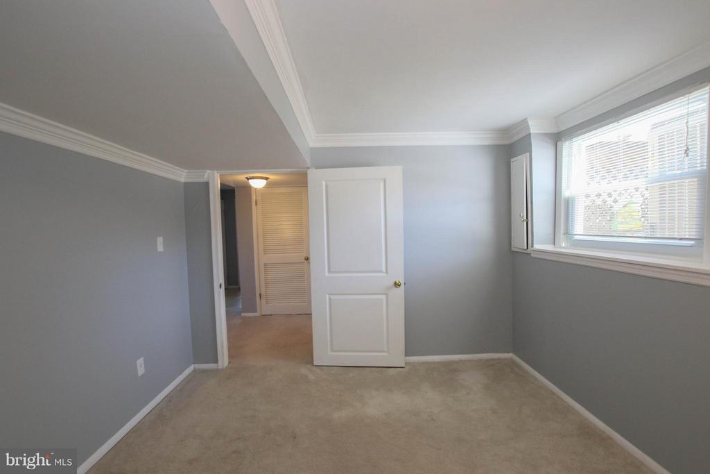 Study/play room/6th bdrm? So many possibilities! - 13 CANDLEBERRY CT, STERLING