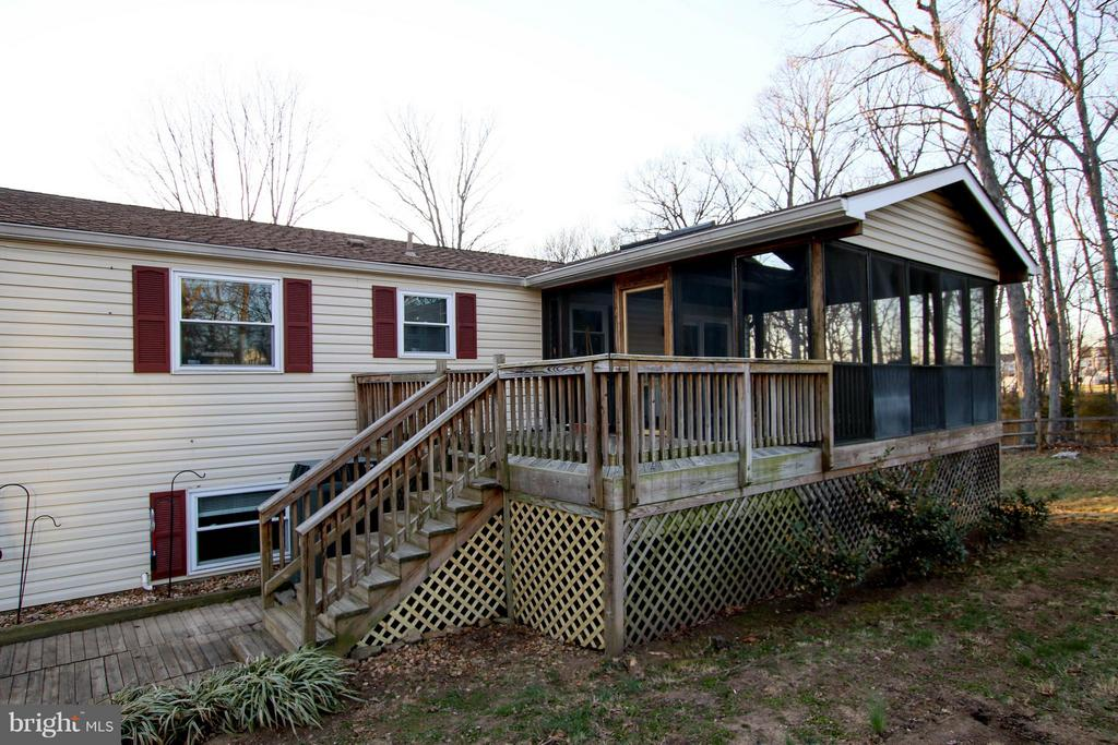 Spacious sun room w/ deck & patio - 13 CANDLEBERRY CT, STERLING