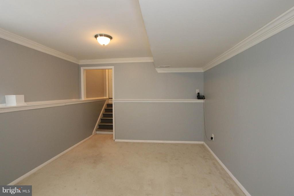 Bonus room with garage access - 13 CANDLEBERRY CT, STERLING