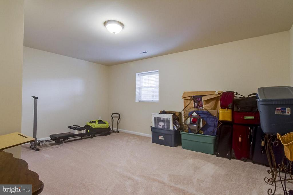 6th Bedroom in basement - 1102 TOURNAI CT, WOODBRIDGE