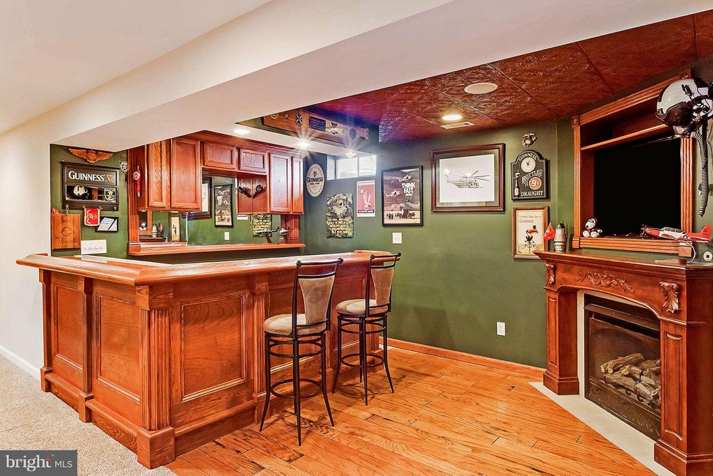 Basement Wet Bar - 7 FIFE ST, STAFFORD