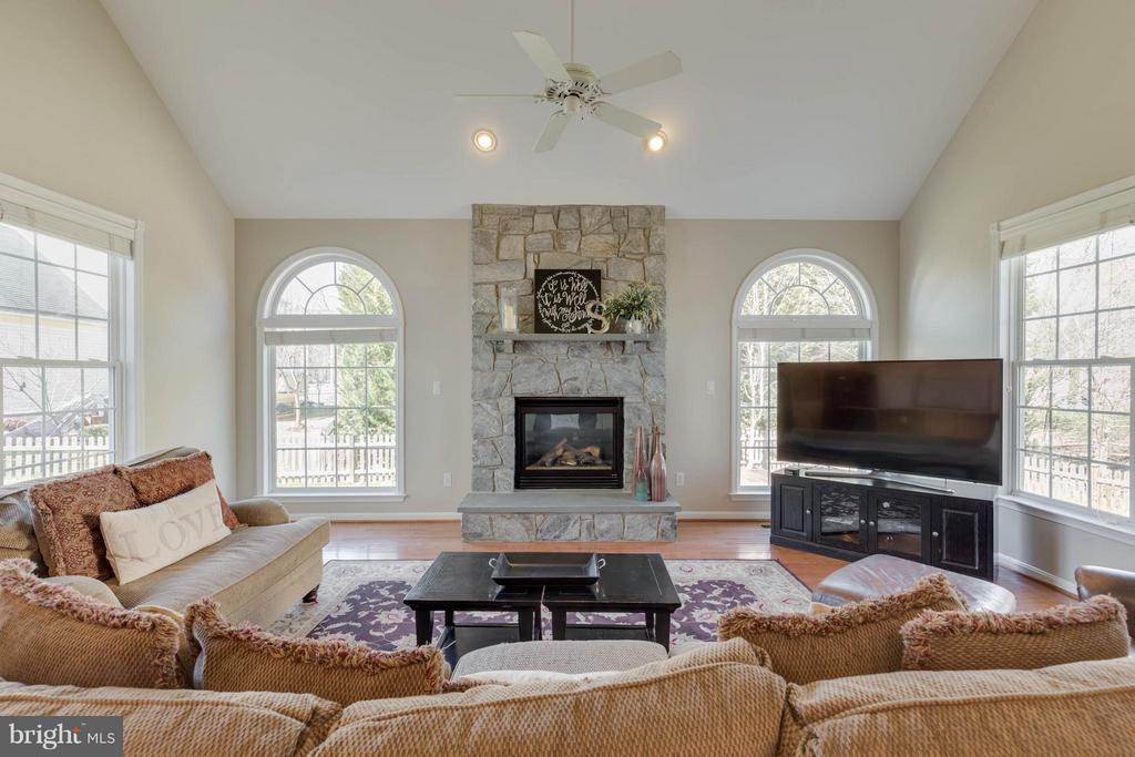 Sun Filled Family Room with Hardwood Floors - 43008 BATTERY POINT PL, LEESBURG