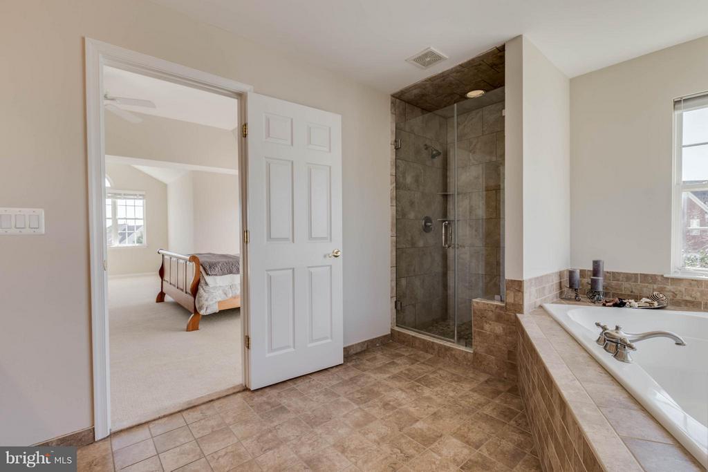 Remodeled Master Bath - 43008 BATTERY POINT PL, LEESBURG