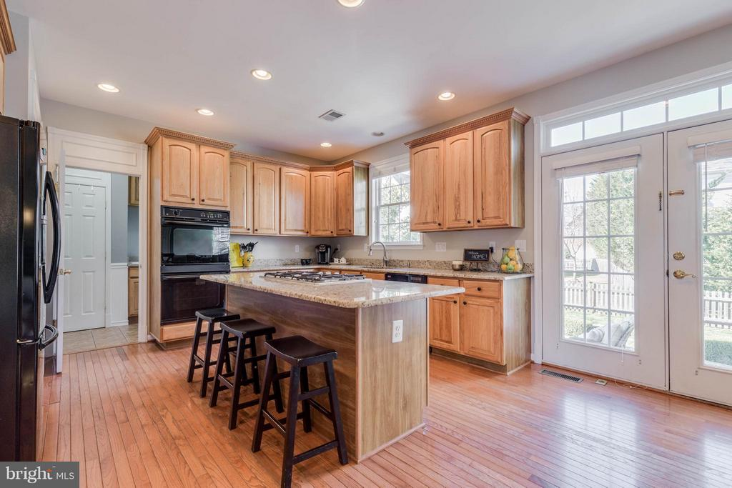 Kitchen with large island for family gatherings - 43008 BATTERY POINT PL, LEESBURG