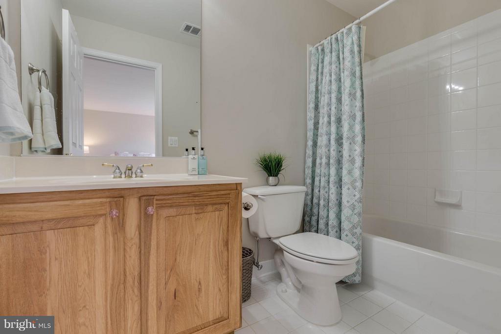 Bedroom 2 En-suite Full Bath - 43008 BATTERY POINT PL, LEESBURG