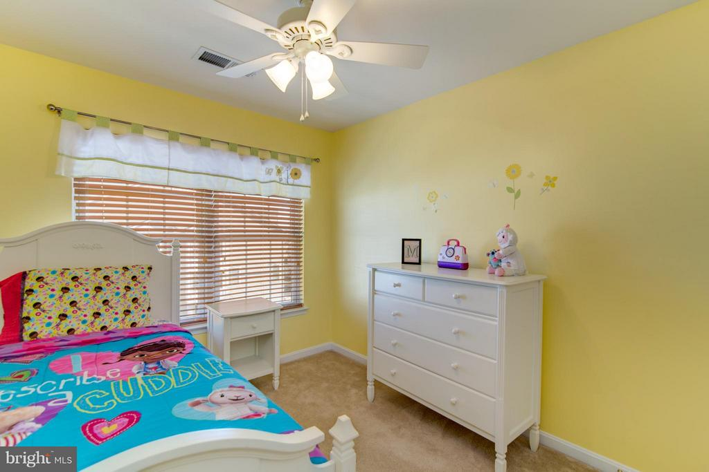 Great space, ceiling fan and so much natural light - 9886 SOUNDING SHORE LN, BRISTOW