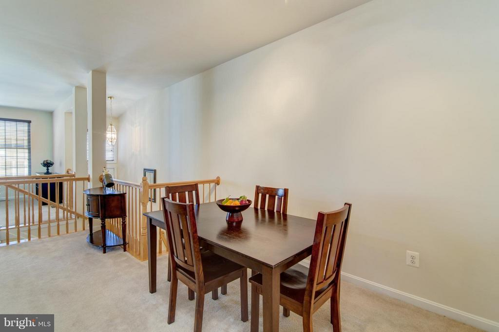 Entertaining is a joy in this open main level! - 9886 SOUNDING SHORE LN, BRISTOW