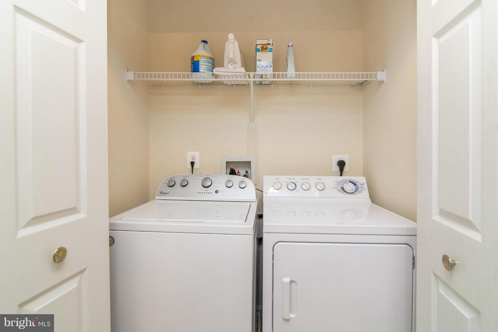 Washer and dryer on the bedroom level- so great! - 9886 SOUNDING SHORE LN, BRISTOW