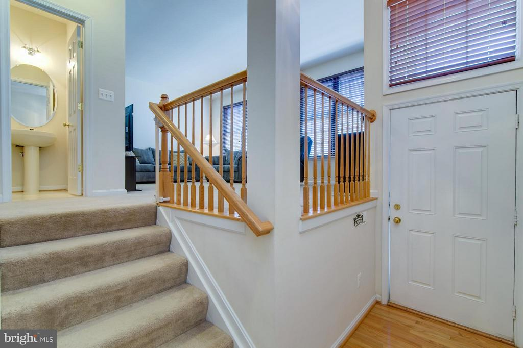 Enter the home and notice all the open space! - 9886 SOUNDING SHORE LN, BRISTOW