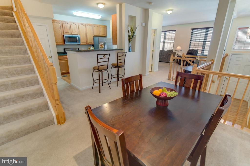 Room for a big dining table!  Bon Appetite! - 9886 SOUNDING SHORE LN, BRISTOW