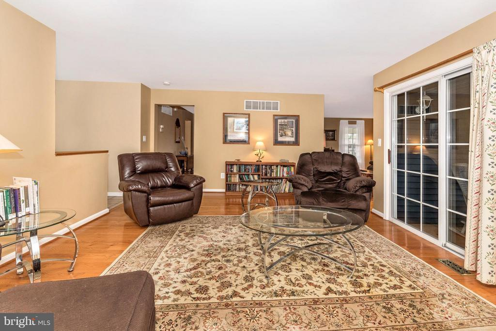 Family Room - 1003 DEER HOLLOW DR, MOUNT AIRY