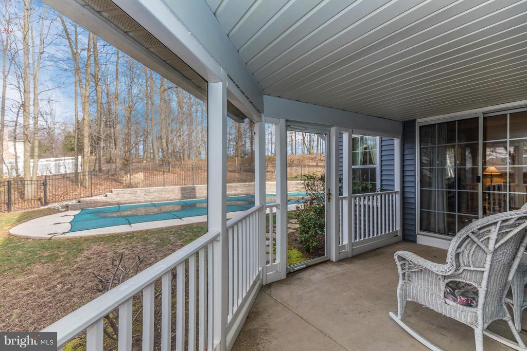 Screened Porch - 1003 DEER HOLLOW DR, MOUNT AIRY