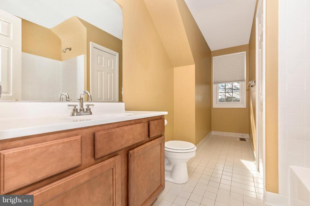 Lower Level Bath - 1003 DEER HOLLOW DR, MOUNT AIRY