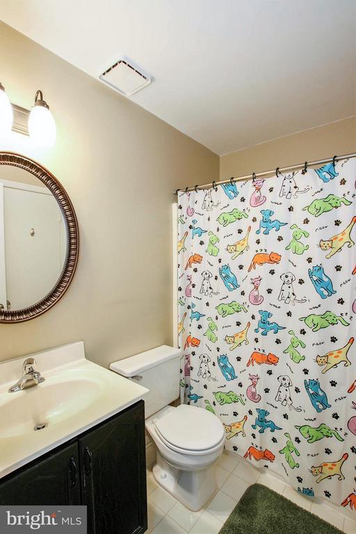 Lower level dual entry bath - 545 RICHMOND SQ NE, LEESBURG