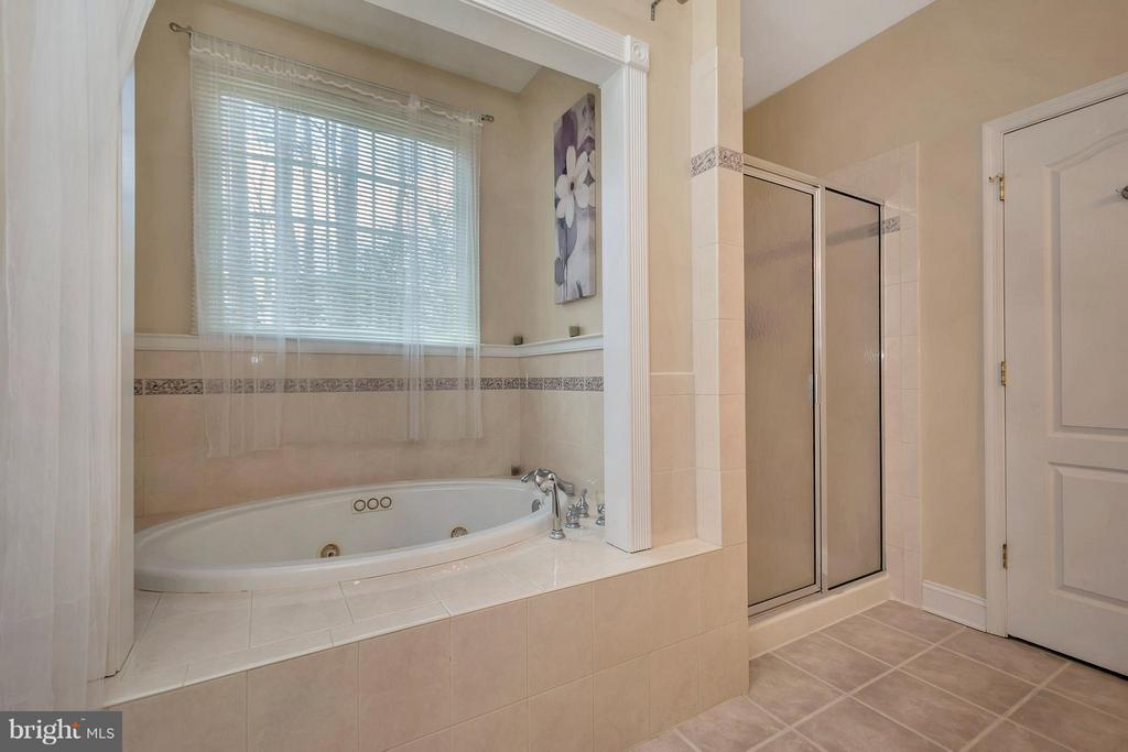 Ceramic tiled tub enclosure - 103 MONTICELLO CIR, LOCUST GROVE