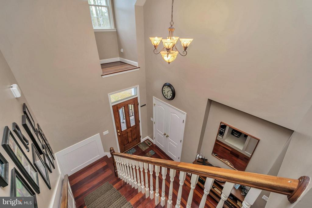 Beautiful staircase - 103 MONTICELLO CIR, LOCUST GROVE