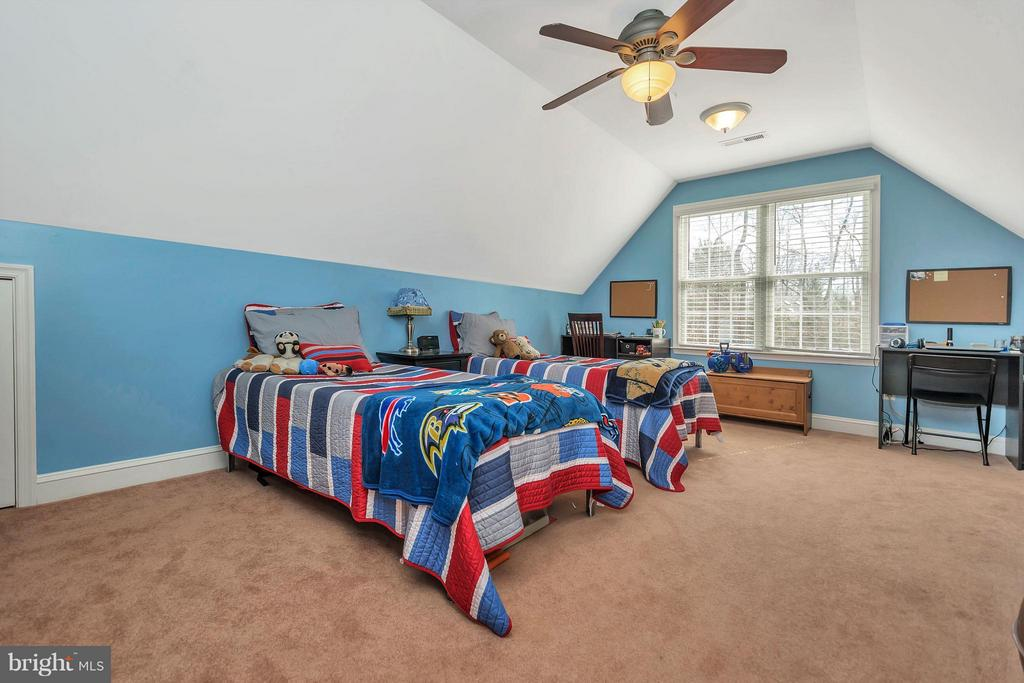 Lots of room... - 103 MONTICELLO CIR, LOCUST GROVE