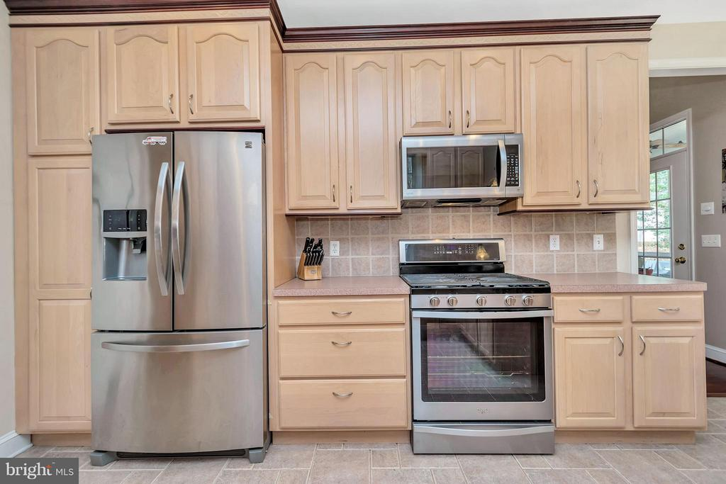 New appliances! - 103 MONTICELLO CIR, LOCUST GROVE