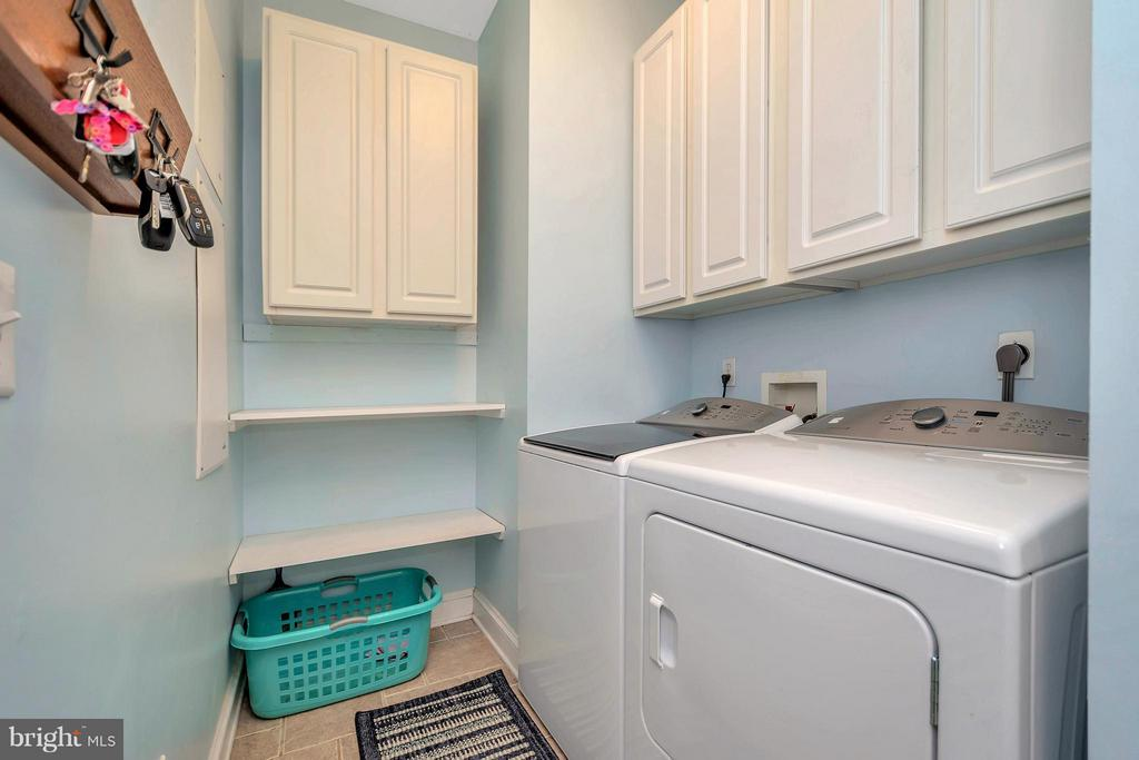 Separate Laundry Room off Kitchen - 103 MONTICELLO CIR, LOCUST GROVE