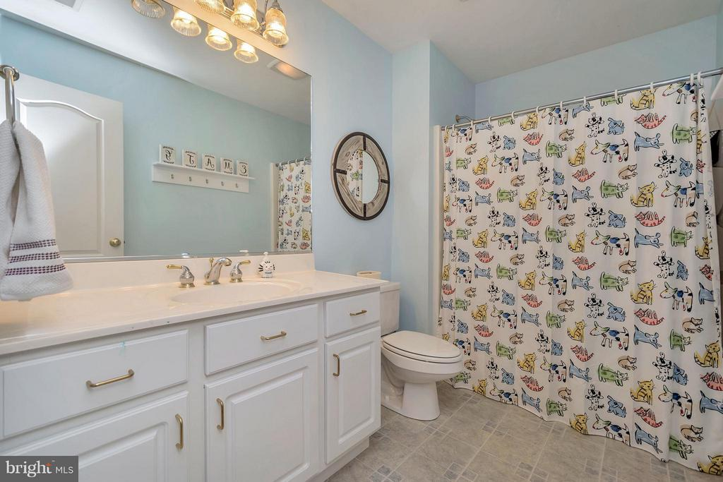 Upstairs Full Bath - 103 MONTICELLO CIR, LOCUST GROVE