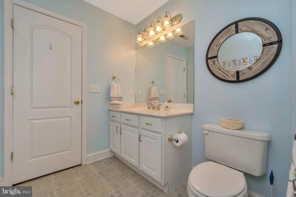 Upstairs Hall Bath - 103 MONTICELLO CIR, LOCUST GROVE