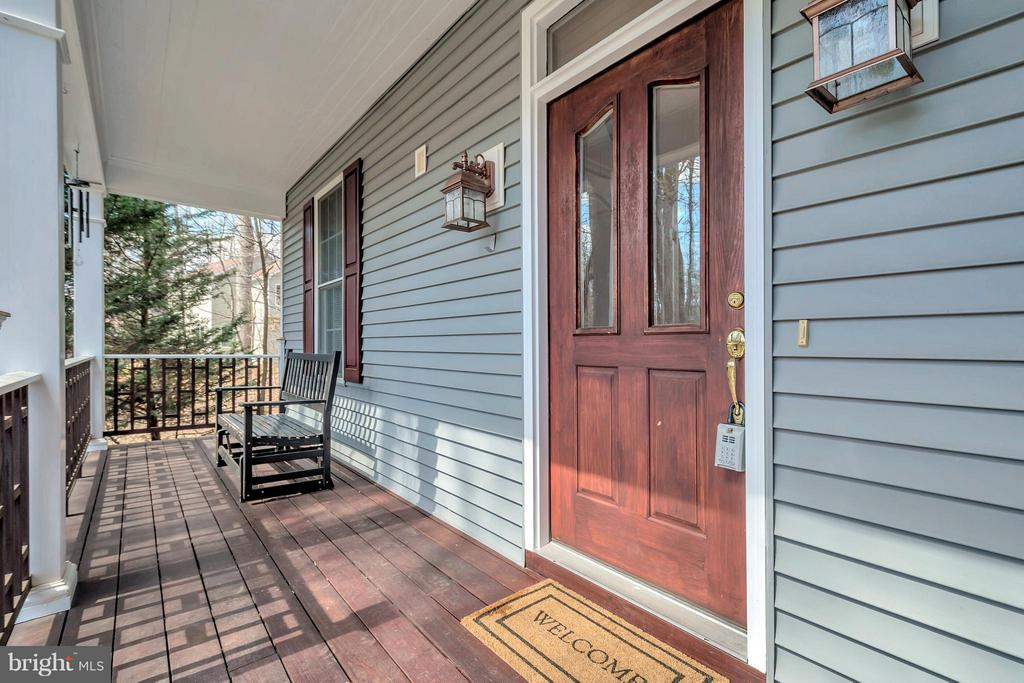 Cozy front porch - 103 MONTICELLO CIR, LOCUST GROVE