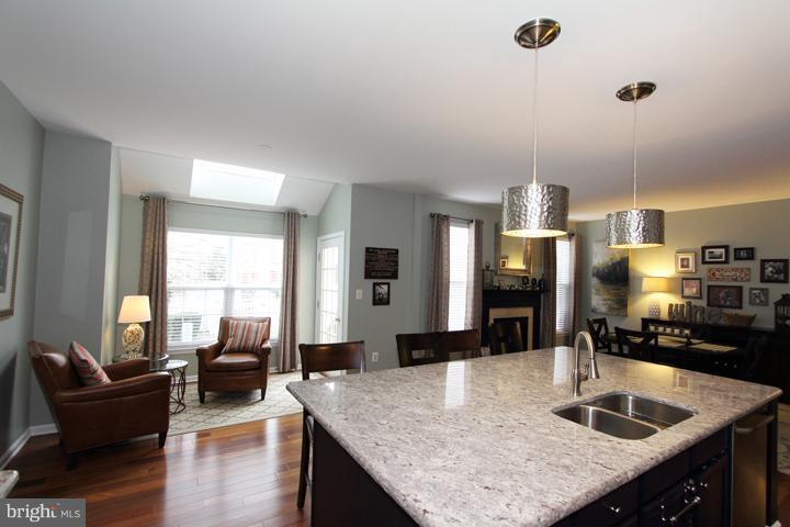 Great open view of kitchen/family room - 43607 RYDER CUP SQ, ASHBURN