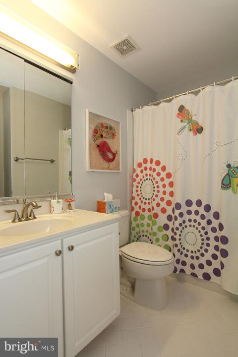 Upper level full bathroom - 43607 RYDER CUP SQ, ASHBURN
