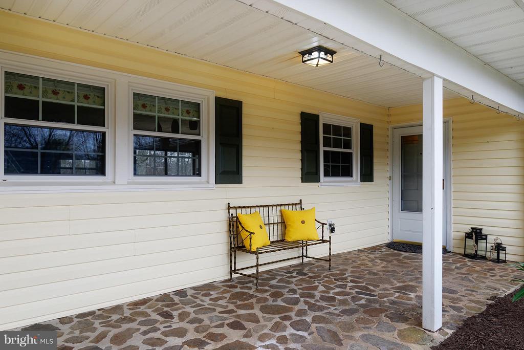 Stone front porch - 12931 POINT PLEASANT DR, FAIRFAX