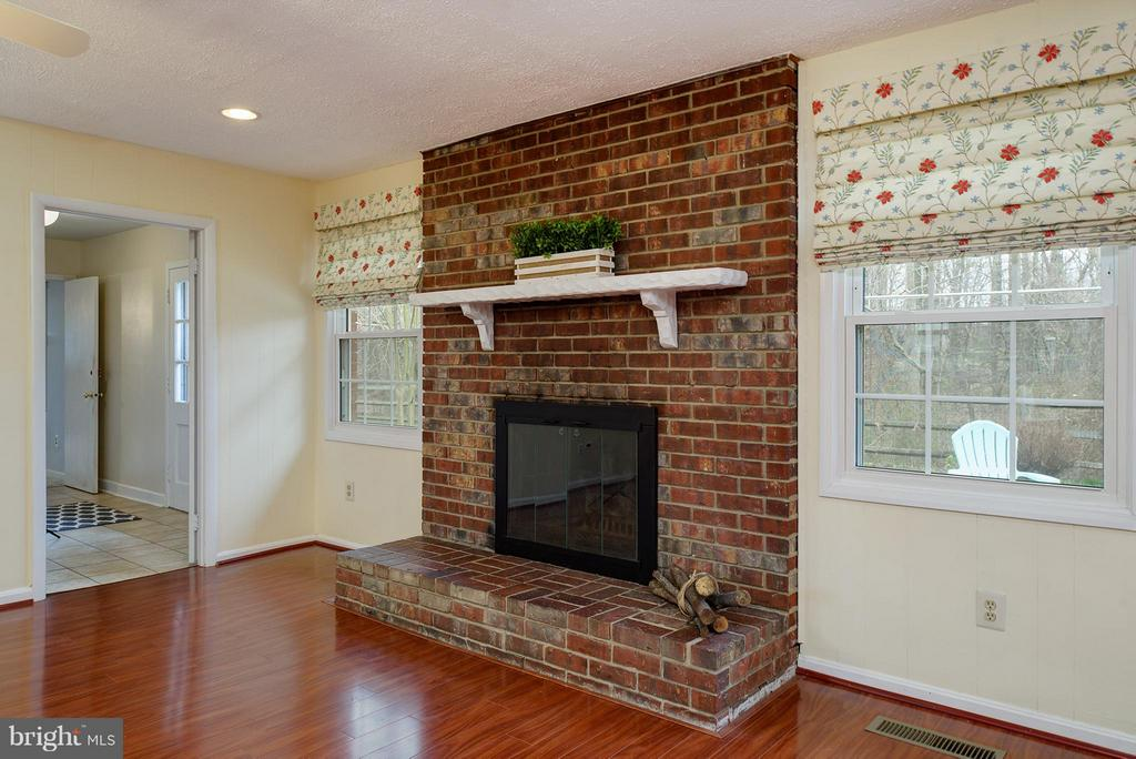 Cozy wood burning fireplace - 12931 POINT PLEASANT DR, FAIRFAX