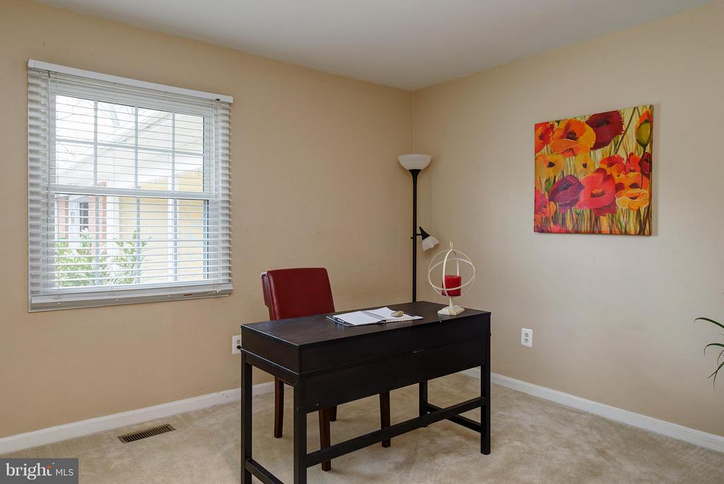 4/5 bedrooms - need an office? - 12931 POINT PLEASANT DR, FAIRFAX