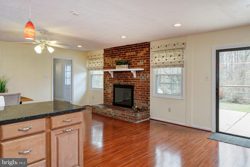 Open to family room or large eating area - 12931 POINT PLEASANT DR, FAIRFAX
