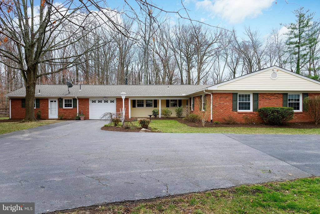 Expanded driveway & extra parking! - 12931 POINT PLEASANT DR, FAIRFAX