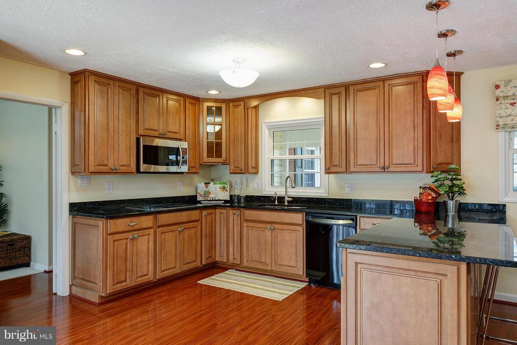 Updated kitchen - 12931 POINT PLEASANT DR, FAIRFAX