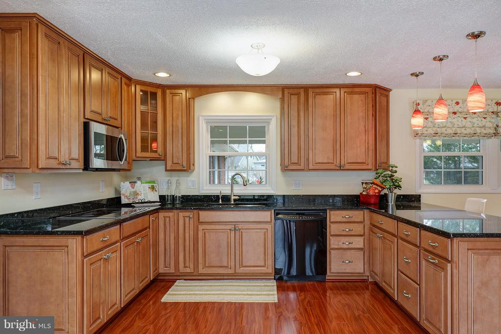 Upgraded & expanded cabinetry - 12931 POINT PLEASANT DR, FAIRFAX