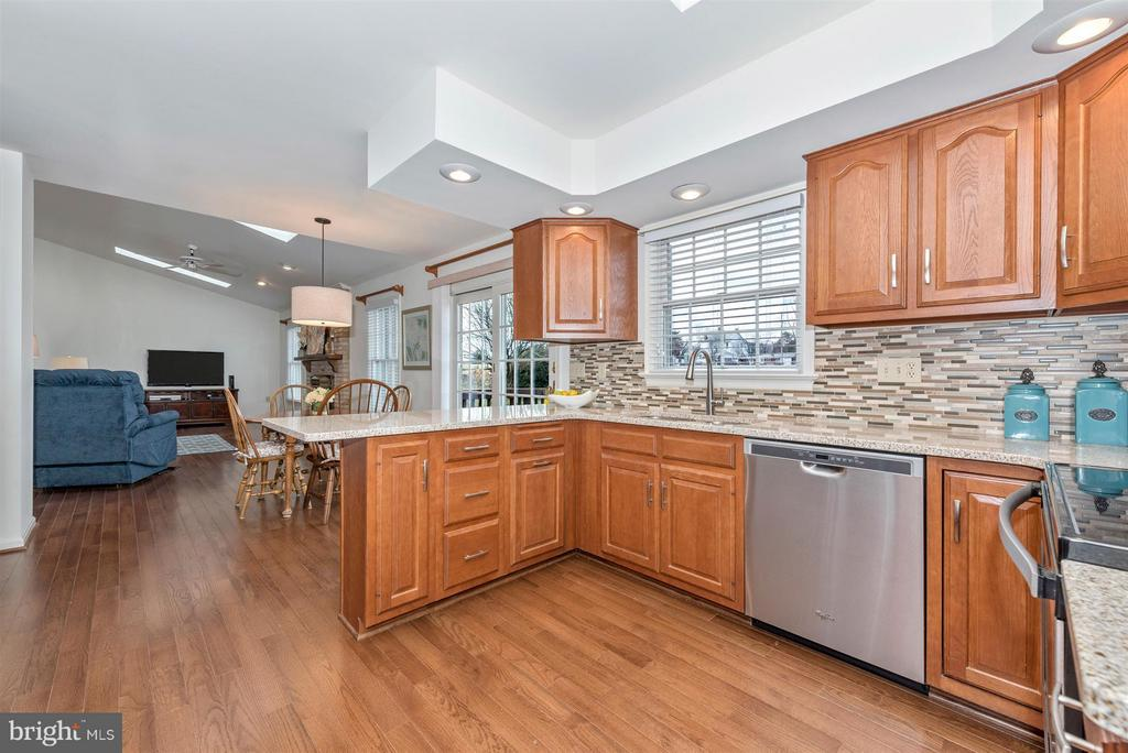 New stainless appliances - 8210 FOX HUNT LN, FREDERICK