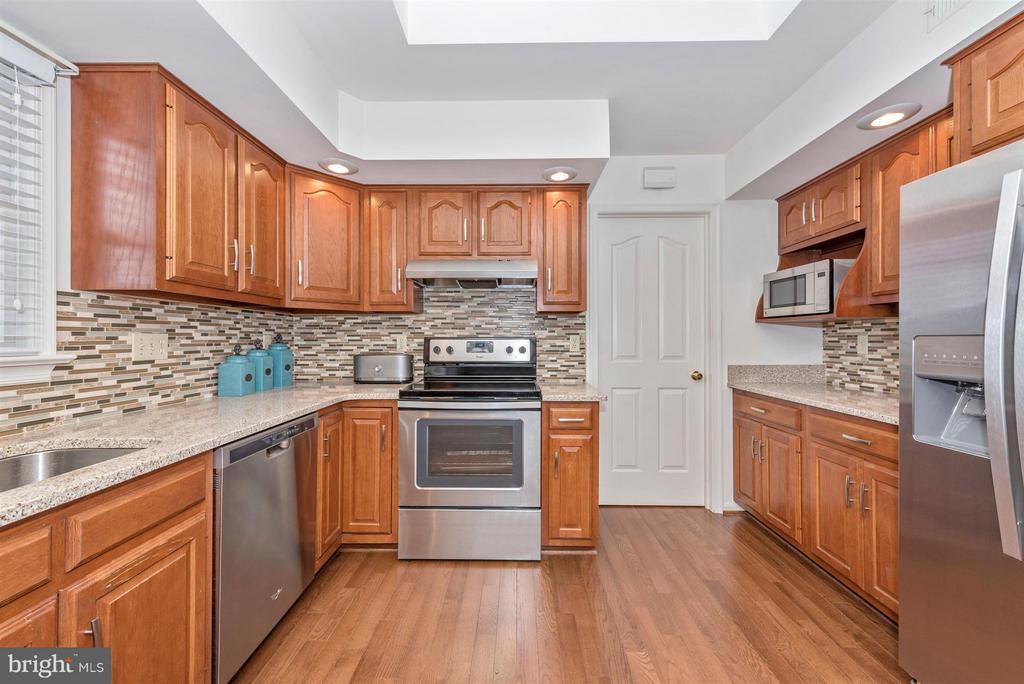 New granite countertops - 8210 FOX HUNT LN, FREDERICK
