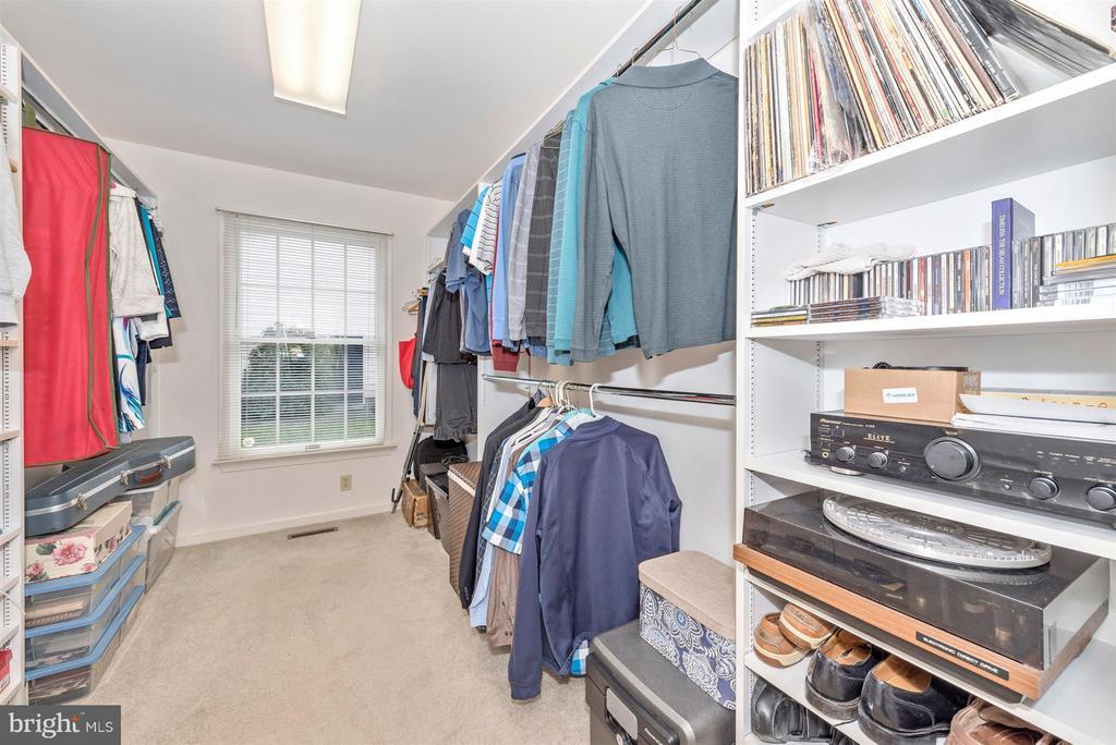 Walk in closet - 8210 FOX HUNT LN, FREDERICK